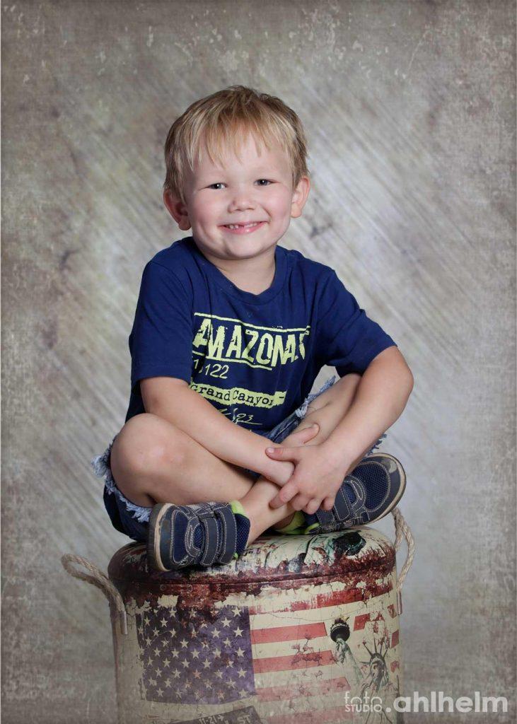 Fotostudio Ahlhelm Kindergarten amerikanischer Hocker