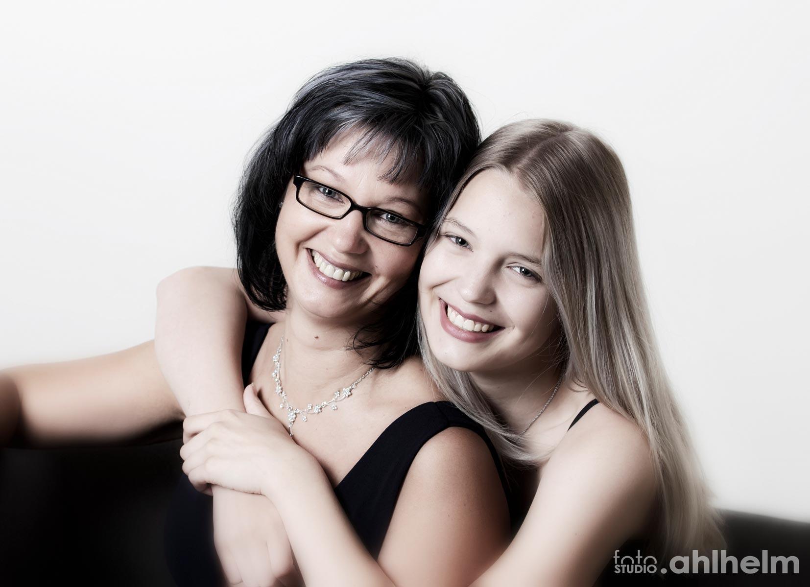 Fotostudio Ahlhelm Portrait Mutter und Tochter