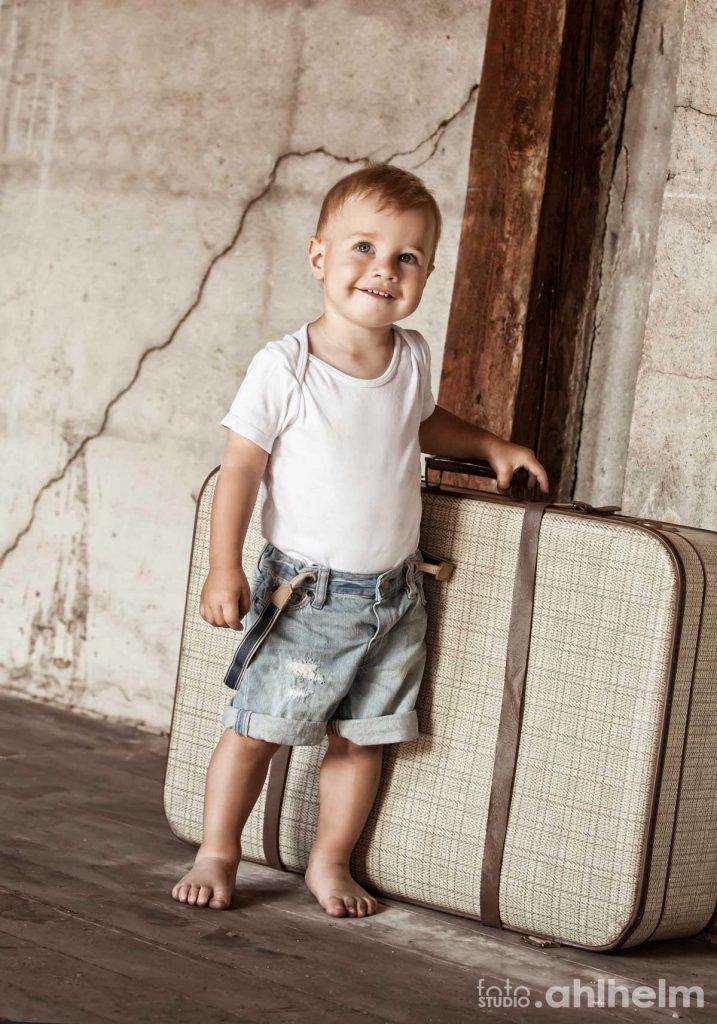 Fotostudio Ahlhelm kleiner Junge Lager